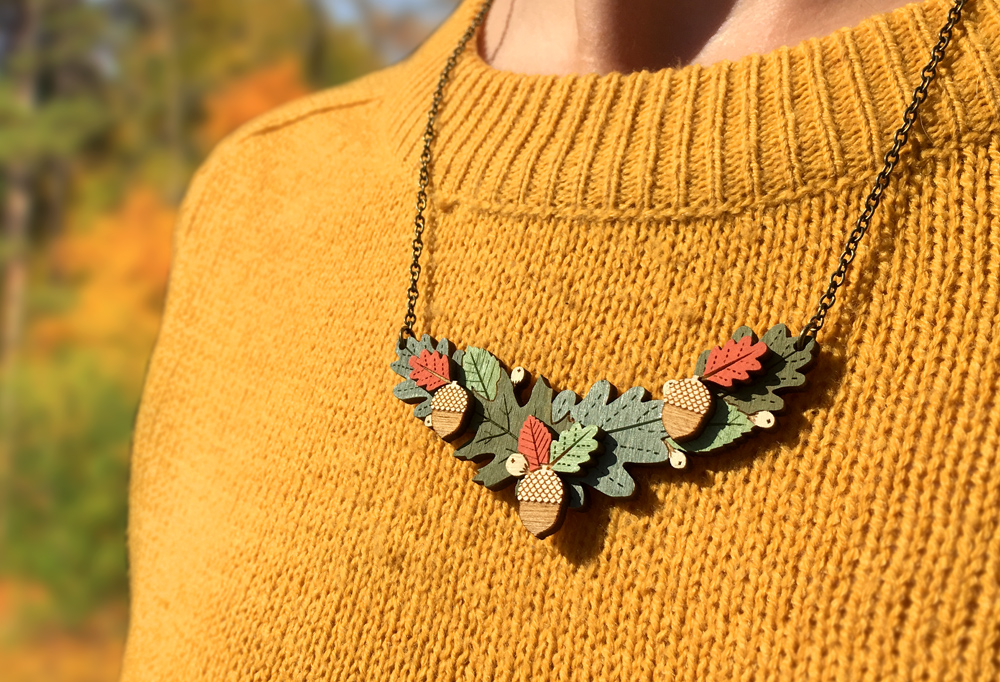 autumn-leaves-necklace-wearing2